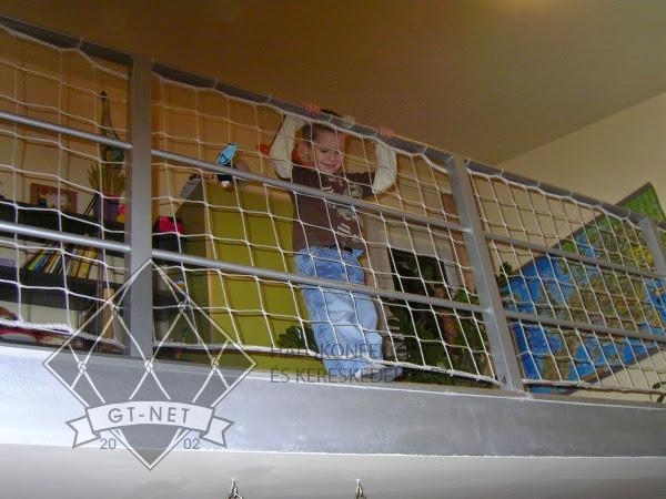 038 Korlát-, lépcsőháló - gyermekvédelem
