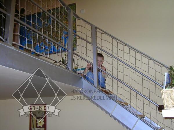 039 Korlát-, lépcsőháló - gyermekvédelem
