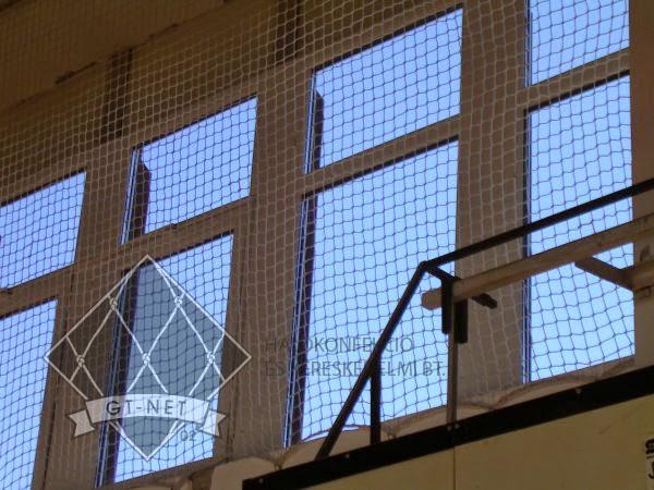 041 Ablakvédő háló - Ált. Iskola-Bonyhád